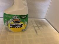 浴室の床をアルカリ性洗剤で洗ったら黒くなりました。 浴室は、システムバスルーム キレイユ(8年目くらい)。 床はリクシルの樹脂タイプ(キレイサーモフロア)です。 3日くらい小さな石鹸(2センチくらい)が...