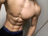 筋トレ初心者です トレーニングに詳しくないので この体を見て先行してどこをトレーニングしたらいいか教えてください