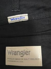 メガドンキで買ったWranglerのパンツなんですが、友達が偽物だと言ってました。どうなんでしょう?詳しい人教えてください。 綿100% ポリエステル40% 中国製 企画生産 リー ジャパン