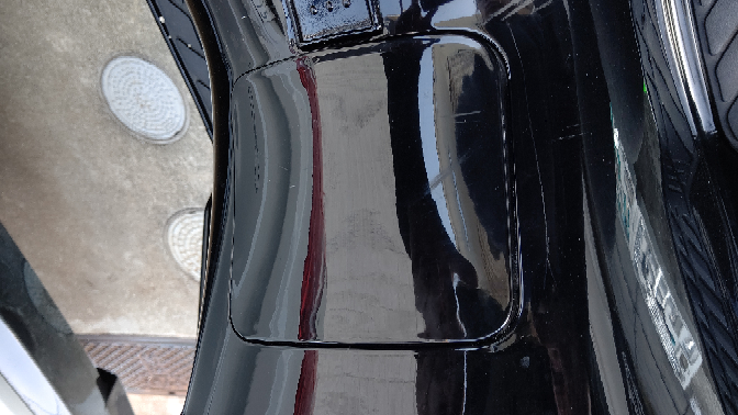CJ43 のカバーの取り外し方についての質問です。カバーをプッシュしても上がらなくなったので新しいのと交換したいです。 写真のカバーを取り外すにはどうすればよいでしょうか?