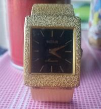 時計に詳しい方お願いします! 祖父の形見で50年前に購入した物と思われる時計が出てきました、オーバーホールするかこのまま残すか迷っています。 是非時計に詳しい人がいれば詳細等よろしくお願いします! 祖母...