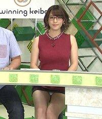この女子アナは誰ですか? 見えすぎてるというか、これは見せてますよね?