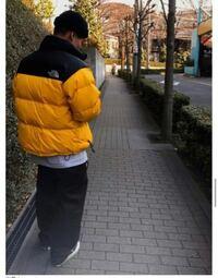 このヌプシジャケットはサミットゴールドかイエローかどちらかだと思いますか。
