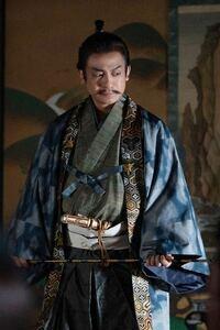 こちらは麒麟が来るの今川義元なのですが、このような感じの羽織(着物)はどこに売っているのでしょうか?またこの服装の名前はなんというのでしょうか?
