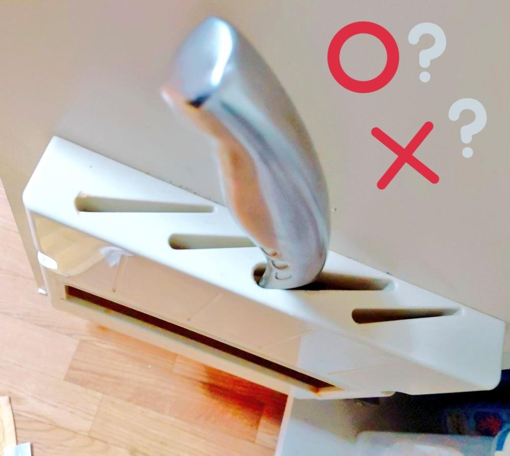 『包丁差し』の正しい収納方法について。 はじめまして、シンク下扉に取り付けてある『包丁差し』についての質問です。 私が住んでいるマンション部屋では、向って左扉に〔画像〕のような包丁差しが取り付...