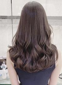美容院で染めようと考えているのですが  今黒髪でブリーチはせずに、クオルシアカラー で染めると写真のような感じには染まりますか?