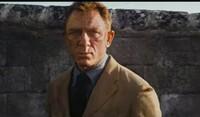 007ノータイムトゥーダイでカジノロワイヤルの時ダニエルボンドがよりどんどん渋くなっててると思いますが意図的に渋くしてるんでしょうか?