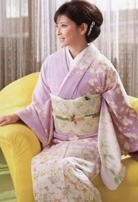 女性歌手で着物の似合う方。誰が一番に浮かびますか?(写真は森高千里)
