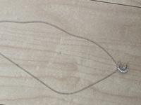 このネックレスを中学生がつけていたらどう思いますか?やはり年齢的に不相応でしょうか。