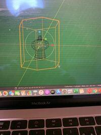 blender初心者です。 下記の画像のようにふたつのオブジェクトを作り、立方体の方だけ小さくしたいのですが2つとも小さくなってしまいます。オブジェクトモードにもしてます、どうすれば良いですか?