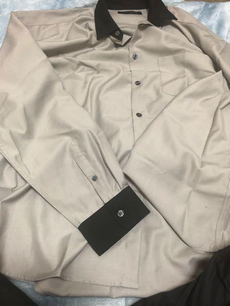 ネット通販で買った服なのですけど届いていざ着てみると裾が想像してたよりめちゃくちゃ長くてパンツにインしないとダサいです。。 服自体は気に入ってるので対処法がありますでしょうか。