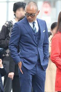 こうゆうスーツはどのようなタイプのスーツですか?スリム系ですか?