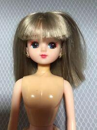 このリカちゃんの詳細を教えて下さい。 ヤフオクでまとめて買ったものの中にありましたが、この子だけまつ毛が赤茶色だったので、、、。
