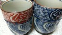 すみません、この夫婦茶碗の窯元探してます。多分清水焼か、有田かとは思うのですが、何て読んで良いかわからず、苦戦してます。 おわかりの方よろしくお願い致します。
