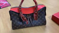 このヴィトンのバッグの正式名称とお値段分かる方いますか?