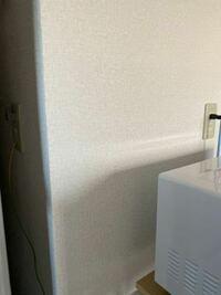 電子レンジの電源プラグとアース線は別々の所でも大丈夫ですか? 冷蔵庫のわきにあるコンセントにアース端子があり、アース線をそこに繋いで、冷蔵庫わきとは別のコンセントから電子レンジの電源を取っています。...
