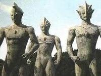 ウルトラマンティガで三体の巨人の石像があったと思うのですが、元々ティガは闇の巨人で、昔に破壊行動などをしていたと思うのですが、そうなると他の2体も同じことをしていたのでしょうか?
