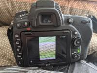 ニコンD750のカメラで撮った写真を再生してたらこのような画面になって動かなくなりました。この写真だけ表示されません。前後の写真に動かせず、電源もオフにしても切れません。どうしたら良いんでしょうか?