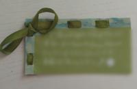 ジャニーズのファンレターについて質問です。もうすぐ誕生日のメンバーに送ろうと思っているのですが、手作りのバースデーカードを入れても大丈夫でしょうか?和紙製の折り紙に書いて縁にリボンを通したものです。