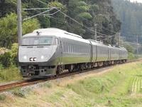 JR九州はなぜホームライナーを設定せずに特急料金を格安にしているのですか?  例えば きりしま81号や82号とか ライナーそのもので 特急なのに通過駅はわずか。  でもJR後に導入された特急車両ですし、 特急料金は300円ですから  関東のライナーよりはるかに良いわけですよね。 東京口の東海道線なんて 215系なんていう外れライナーが520円も金とって走っているわけだし。   なぜJR九州は...
