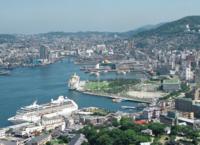 長崎県五島市在住です。長崎市に行った時に あぁ都会だなぁと感動してしまったのですが、長崎市はずばり都会だと思いますか? 田舎ですか?  もちろん東京や大阪と比べたら格は違うと思いますが、地方都市と同等...