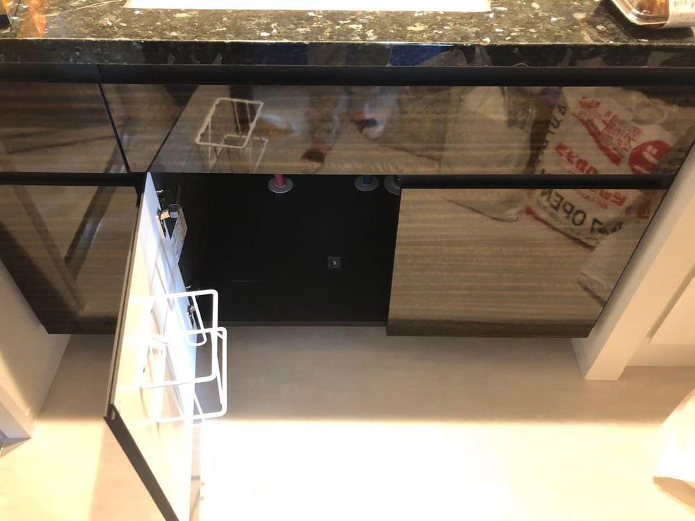 今度引越しをするのですが、新居の洗面台の下に写真のようなものがついています。 これは何を収納するために、そしてどのように使うためのものですか?