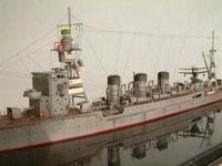 軽巡洋艦の鬼怒について、添付画像の赤枠内と黄色枠内の構造物は何なのでしょうか? 一応、赤枠側の方は機銃射撃指揮装置に似ている気がするのですが https://www.ms-plus.com/63805 によると、九五式機銃射撃装...