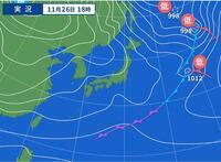 この天気図の低気圧の位置や寒冷前線の位置の説明の仕方を教えていただけますか?どのような雨が降っているかがよく分からないのです…