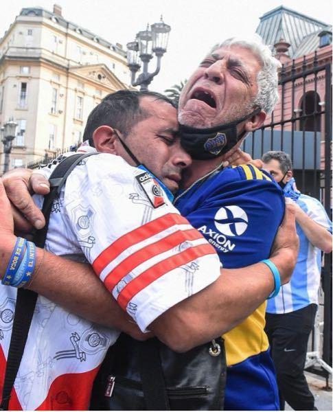 マラドーナ死去により本当に多くのアルゼンチン人が悲しんでますがやはりマラドーナというのはアルゼンチンにとっては国宝みたいなものなんだなと改めて感じました。よくよく考えてみたらマラドーナってアルゼ...