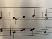 右手の弾き方を教えてください。 ファの音を親指で伸ばしながら、別の指でソラシと上がっていくのですか?