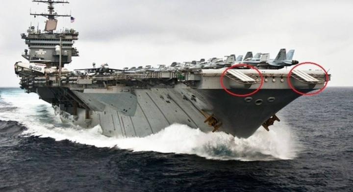一昔の空母には甲板先に、ホーン(赤丸で囲んだ部分)が付いていましたが、このホーンの役目は何でしょうか?