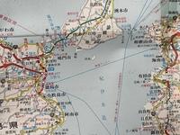 和歌山県和歌山市と徳島県徳島市の間に「東京湾アクアライン」のような高速道路を建設するとどちらかが不利になりますか? 考えられるのは東京湾アクアラインの開通後千葉県木更津市ではそごうとダイエーがK.Oされるのと同じようなことです。