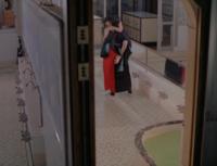 2001年公開の『ピストルオペラ』という映画の中に、小学校5年生だった子役の韓英恵(11歳)のフルヌードが映るシーンがあります。 入浴をしているシーンなのですが、膨らみかけた乳房と無毛の局部が完全に丸見え。 今のDVDだと局部にはぼかしがかけられて修正されていますが、それでも発達途中の乳房は見ることができてしまいます。  公開された2001年は既に児童ポルノ法が施行されているはずです。 この...