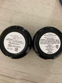 v3ファンデーションについてです。 写真の右の方は正規で購入したものなんですがメルカリで購入した物が左の物です。  明らかに表記がちがうのですが、左のものは偽物ですか?? 詳しい方、よろしくお願いします。