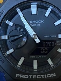 G-SHOCKのGA-2100-1A1JFについてです。 曜日を表す針が少しズレているのですが これは不良品ですか?