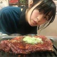 女優森七菜さんはまだあまり有名出なかったときは一人焼き肉に行くのが趣味とおっしゃっていましたが、 ここまで有名になるともう一人焼き肉は行けなくなってしまうんでしょうか? 昔からインスタに焼き肉の写真...