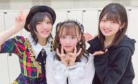 岡田奈々さんと村山彩希さんの間にいる子は誰ですか?