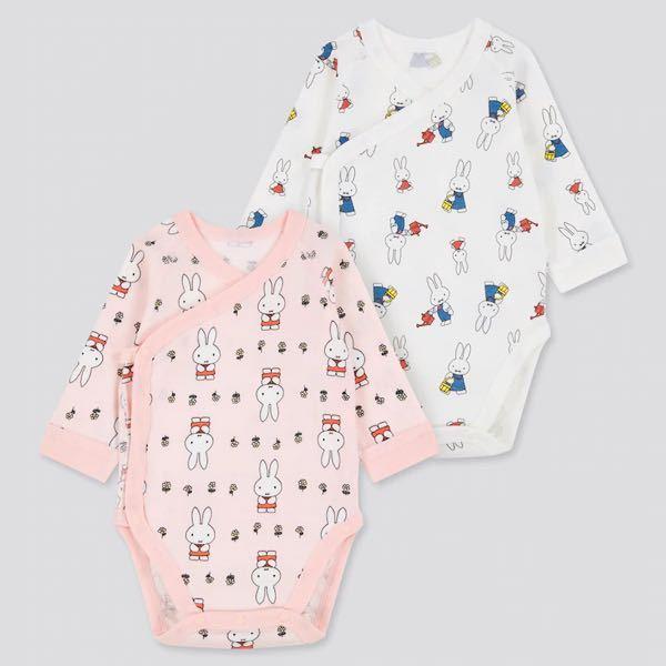 赤ちゃんの服の着方?教えてください。 今度赤ちゃんが生まれるのでUNIQLOのボディスーツを買ったんですが、着せ方がよくわかりません。 このボディスーツは肌着とは違うんですよね?その場合、中に肌...