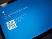こんにちは。 surface laptopがブルースクリーンで無限ループを繰り返しています。  お詳しい方、助けてください(:_;)  使用中、少し目を話した間に画像の画面になり、勝手に自動復元?で再起動し、またこの画面...