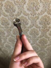 テレビのアンテナを繋ぐ作業をやっているのですが、 繋いでも何もテレビの画面がつきません。 テレビのアンテナ線が壊れているのでしょうか? 変えるべきですか?