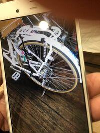 自転車の部品について質問です。 お世話になります。 ご存知の方がいらしたら教えてください。 自転車の リヤキャリアに カバンなどを取り付けるヒモ? らしいのですが、こちらの商品の メーカー名・入手先等を ご存知の方いらっしゃいますでしょうか?  画像は リヤキャリアの左側に 2本ヒモらしいものが付いています。 (クロとシマシマ模様の2本) リヤキャリアの 右側にも 同様なヒモが付いています。...