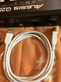 MacBook Proでlogic proを使って、DTMをするためにMIDIキーボードを購入したのですが、 MacBookの差し込み口ではMIDIキーボードが繋げれません、対処法ありますか??教えてください!