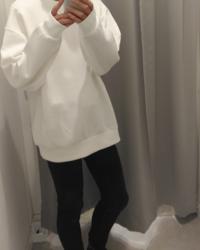 この服には黒と白どっちの靴があいますか?