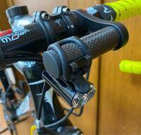 ロードバイクやクロスバイク自転車のハンドルの前のところに取り付けて、付けられるオプションを増やすこのバーですが、一般的には何という名称のものですか? ウェブで検索して購入したいのですが名称がわからなくて・・・