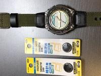カシオの腕時計の電池を交換してみたのですが、うまくいきません。 ここでアドバイスをいただき、交換そのものは非常に簡単にできました。 けれど、写真のような状態で電池を交換する前と変わりません。どこが間...