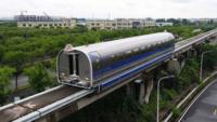 中国本土の上海で、写真のリニアモーターカーが時速600kmを出して、日本が実験線で走らせた時速603kmに近づいたと報道されましたけど・・・ 本当にこんな箱形で空気抵抗もろに受ける車両で、時速600kmなんて可能なんでしょうか??('_'?)  質問は、『可能か不可能か?』です。中国バッシングは止めてくださいね❗