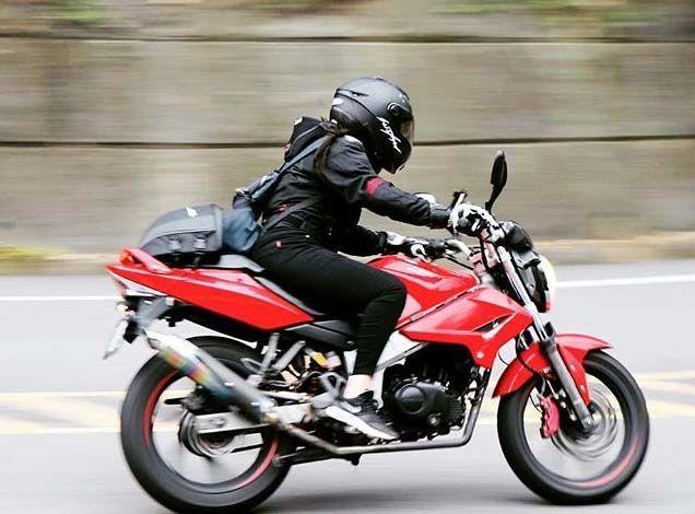 このバイクの車種がわかる人はいますか? メーカー 排気量 車種名 (できればグレード)教えていただきたいです