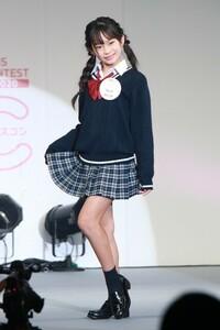 2020年の女子中学生ミスコンで日本一かわいい女子中学生が決定しましたが、メイクをして、 こんなに短いスカートで生あしを見せつけてる中学生の子を見たら、どう思いますか?