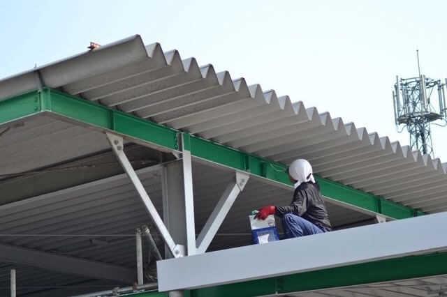 福岡県行橋市近辺で折半屋根を販売されているお店はありますか? 近くのグッデイ ナフコ コメリには有りませんでした。 写真添付してます、これがあるとこを教えて下さい。塩ビ波板じゃないです!
