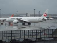 日本航空とANAの合併をあの竹中〇〇が推進していますが、皆さんはどう思われますか。 僕の場合、反対です。 現時点ですら、関西空港が冷遇されているのに、合併なんかして、国際線がすべてANAになったら、関西空...